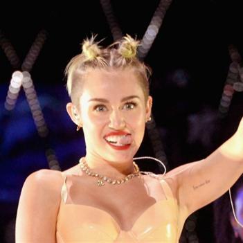 """Miley Cyrus sẽ tiếp tục """"náo loạn"""" MTV Video Music Awards?"""