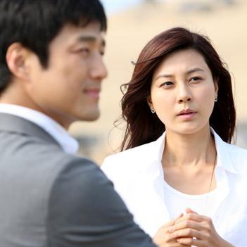 """Kim Ha Neul """"vào tù ra tội"""" trong Đảo Thiên Đường"""