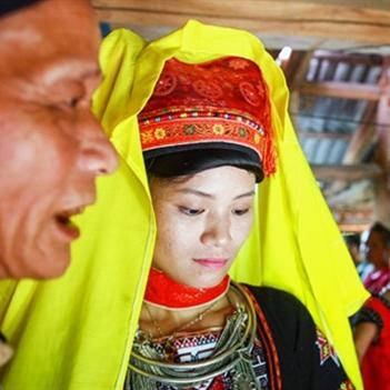Đám cưới 3 ngày của ông Tây với cô vợ trẻ người Dao