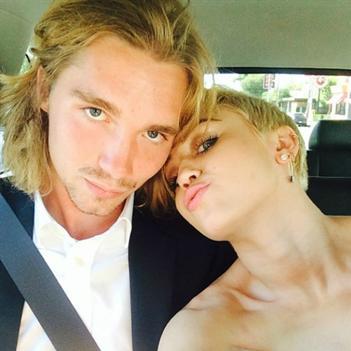 Miley Cyrus mời tội phạm bị truy nã đến sống cùng