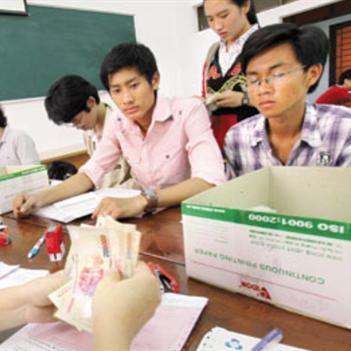 Tân sinh viên choáng vì các khoản phí đầu năm