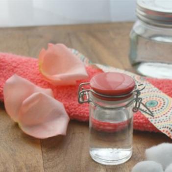 Bạn đã biết những tác dụng hữu ích của nước hoa hồng?