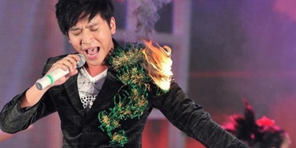 Những sự cố hài hước của sao Việt trên sân khấu