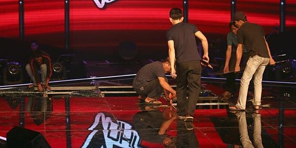 """Sân khấu """"Giọng hát Việt nhí"""" bất ngờ sập ngay trên sóng trực tiếp"""