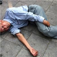 Giành đất, con đánh cha già 89 tuổi nhập viện