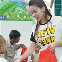 Hà Hồ cùng trò cũ đem trung thu đến cho trẻ em nghèo