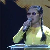 Cẩm Ly rơi nước mắt khi nghe học trò khiếm thị hát về mẹ