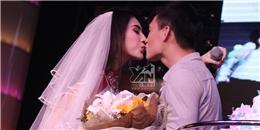 Thủy Tiên diện váy cô dâu, hôn chồng say đắm trước mặt fans