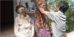 'Sởn gai ốc' với phong tục đào xác người chết ở Indonesia