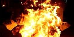 Người đàn ông bỗng bốc cháy khi đang sửa mái tôn
