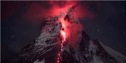 Hàng trăm người hợp sức tạo nên điều kì diệu trên đỉnh núi