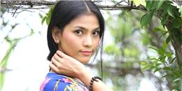 Ngắm á hậu Trương Thị May khoe làn da nâu với váy hoa rực rỡ