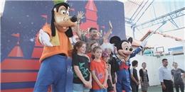 """Chuột Mickey cùng chó Goofy """"đại náo"""" học đường tại TP HCM"""