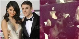 Fan bắt gặp Selena Gomez tình tứ với Justin Bieber tại nhà thờ