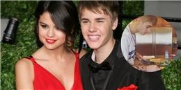 Justin Bieber vào bếp trổ tài nấu ăn cho Selena Gomez