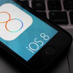 """Các tín đồ của """"Táo"""" kêu trời vì phải xóa hết dữ liệu cài iOS 8"""