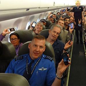 Đi máy bay, tại sao phải tắt nguồn các thiết bị điện tử?