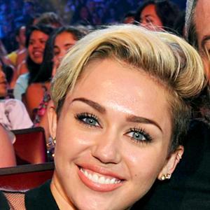"""Miley Cyrus được ba khuyên tiếp tục """"quẩy"""""""