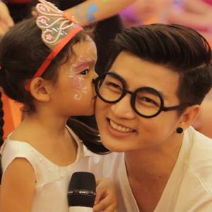 Sao Việt hào hứng với Mickey's Magic Show