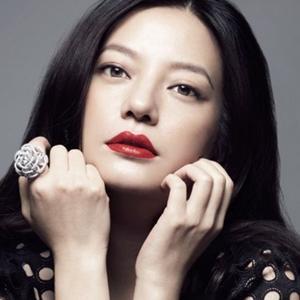 """Triệu Vy lại thể hiện bản chất """"nữ thần kinh"""" trên sân khấu"""