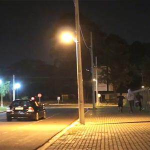 Chơi khăm giả xe cảnh sát khiến người đi đường hốt hoảng