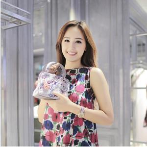 Hoa hậu Mai Phương Thúy đẹp kiêu kỳ, rạng rỡ tại Singapore