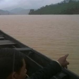 Bơi qua hồ thuỷ điện để về nhà, một thanh niên mất tích