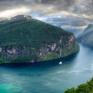 Mãn nhãn với vịnh hẹp đẹp nhất thế giới