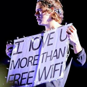 """""""Chết cười"""" với những tấm poster fan dành tặng One Direction"""