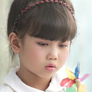 """Học trò 8 tuổi của Nguyễn Văn Chung """"qua mặt"""" Sơn Tùng M-TP"""