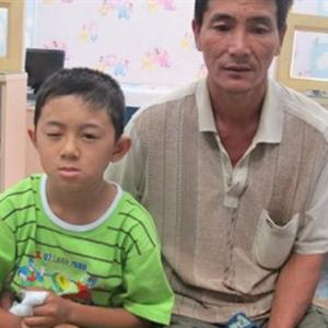 Đồ chơi Trung Quốc phát nổ, bé trai bị vỡ thủy tinh thể