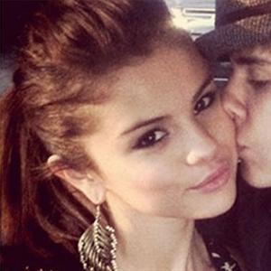Mặc tin đồn ngoại tình, Justin Bieber vẫn hẹn hò Selena Gomez