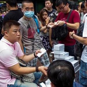 Mua iPhone 6 như mua rau tại Hong Kong, Singapore