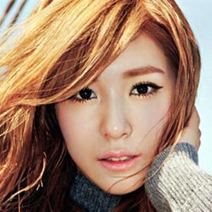 Tiffany (SNSD) dịu dàng và quyến rũ giữa trời thu