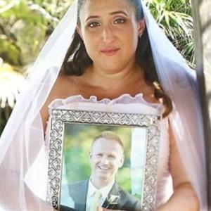 Xót xa cô gái chụp ảnh cưới để tưởng nhớ người yêu đã mất