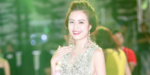 """Hoàng Thùy Linh lên sàn mẫu với chiếc đầm """"chưa từng có tại Việt Nam"""""""