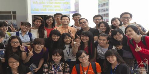 Tùng Leo và Phạm Hồng Phước gây  náo loạn  cùng sinh viên Huflit