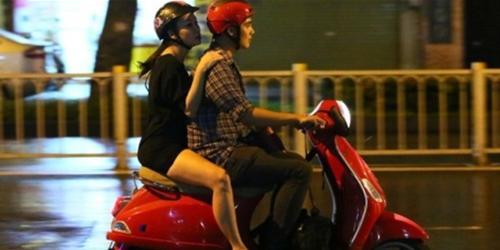Điểm danh sao Việt  chạy show  bằng xe máy