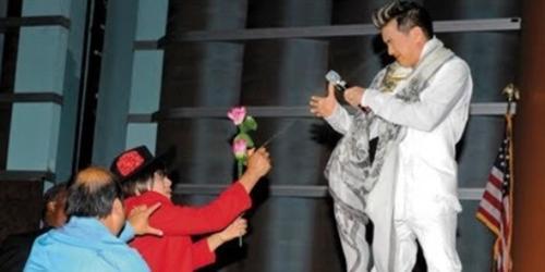 """Sao Việt bị khán giả """"gài bẫy"""" khi đang biểu diễn"""