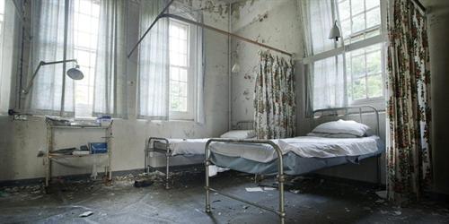 Rùng rợn bệnh viện tâm thần bỏ hoang đầy ma quái