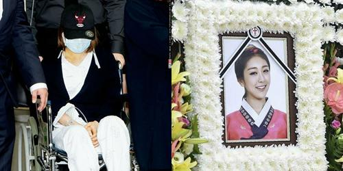 Đau lòng hình ảnh Sojung ngồi xe lăn đưa tiễn RiSe