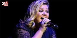Quán quân Thần tượng Âm nhạc Mỹ Kelly Clarkson cover hit của Taylor Swift cực hay