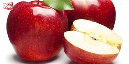 Ăn táo thật dễ mà không cần dao