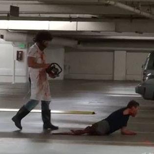 Kinh hoàng với clip chơi khăm kinh dị chặt xác người