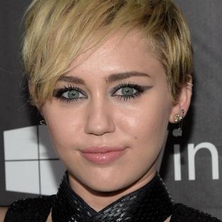 Dự sự kiện, Miley Cyrus chi hơn 10 tỉ đồng