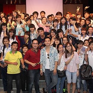 Sinh viên Đại Học Văn Hóa lấp kín khán đài buổi giao lưu cùng YAN