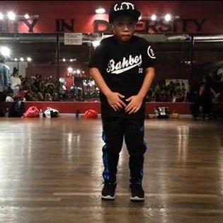 Tài năng nhí 8 tuổi gây sốt mạng xã hội với vũ đạo cực chất