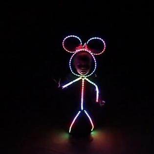Cực dễ thương với em bé diện đồ chuột Minnie mừng lễ Halloween