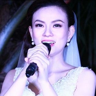 Lộ clip Thu Thủy hát ca khúc mới trong lễ cưới