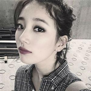 Suzy khoe ảnh tự sướng xinh đẹp, Kang In khoái chí khi đặp mặt nạ dưỡng da